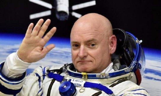 Американский астронавт сыграл в космосе в пинг-понг