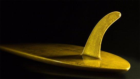В Великобритании создали золотую доску для серфинга