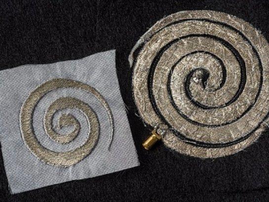 Специальная электронная вышивка на одежде позволит сделать ее «умной»