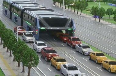 В Китае планируют заняться производством «летающих» автобусов