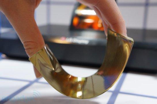 Японцы презентовали первый гибкий дисплей