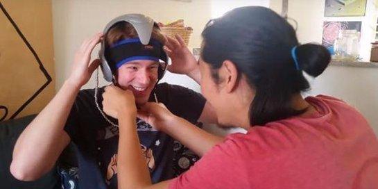 Уникальный шлем позволяет управлять движениями другого человека дистанционно