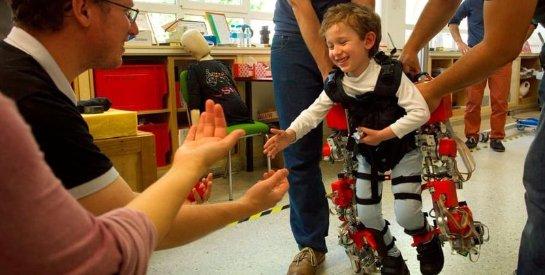 Испанская компания презентовала уникальный экзоскелет для детей