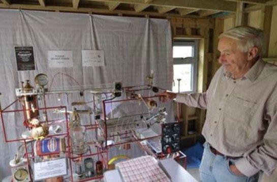 В Великобритании бывший пилот построил робота для приготовления завтрака