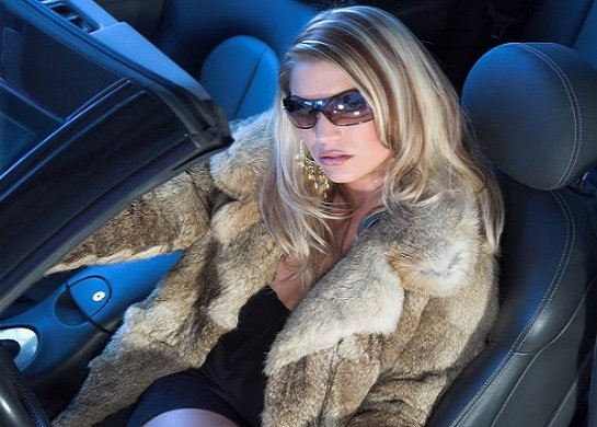 Женщина за рулем. Особенности выбора верхней одежды