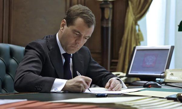 Медведев одобрил трехлетний план перехода на использование российского ПО