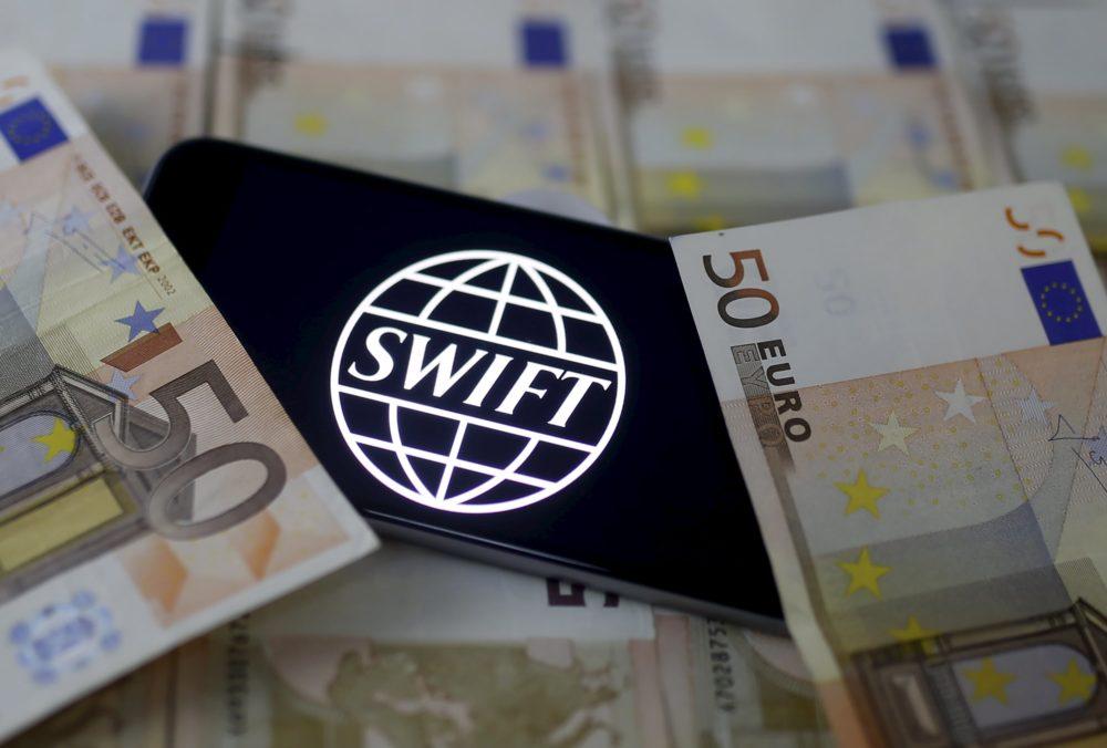 Хакеры атакуют российские банки через систему межбанковских коммуникаций SWIFT