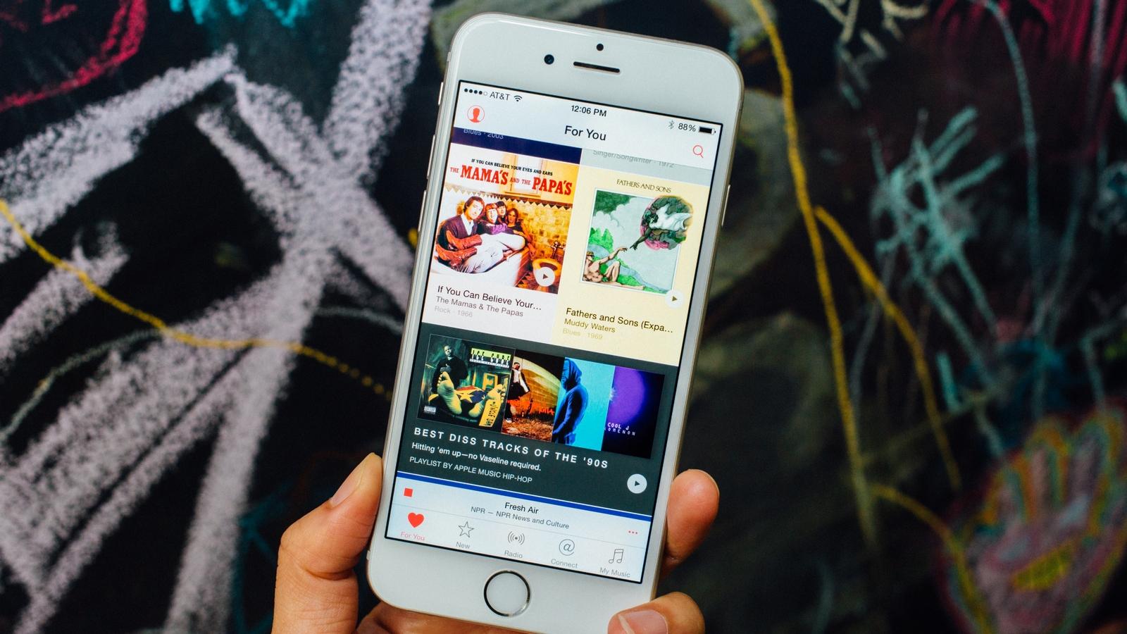 Можно ли пользоваться Apple Music в путешествиях и общественных местах?