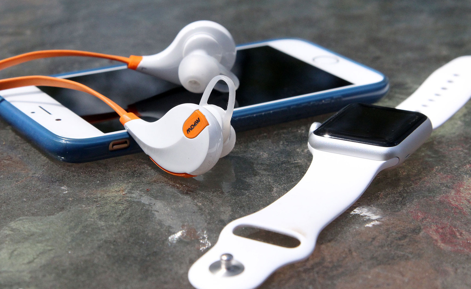Владельцы iPhone приготовились к исчезновению аудиоразъема