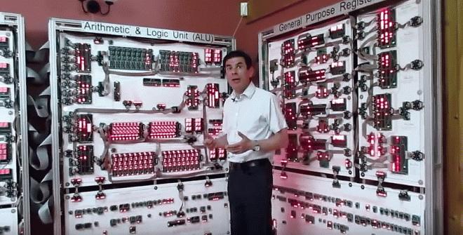 Англичанин построил гигантский 16-битный «Мегапроцессор» у себя в гостиной