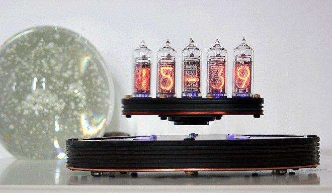 Инженер-электронщик из Шотландии разработал левитирующие ламповые часы