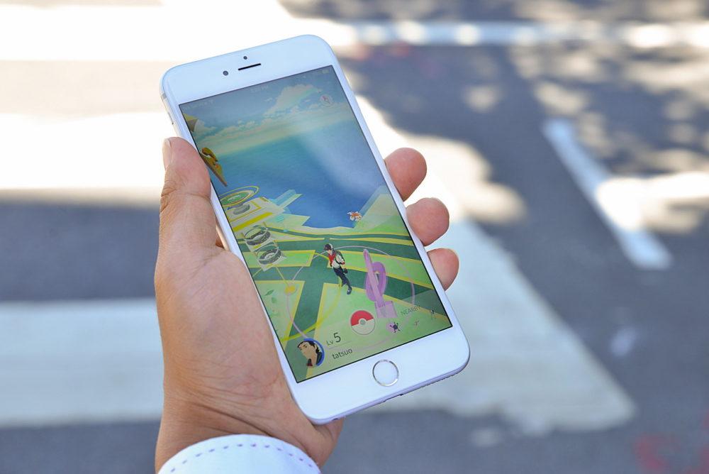 Успех игры Pokemon GO привлек внимание мошенников: игроков грабят и заражают малварью