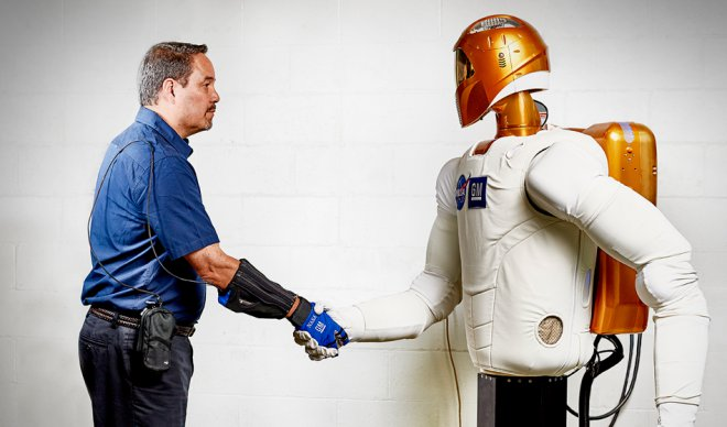 Робо-перчатка, разработанная NASA, удвоит силу человека