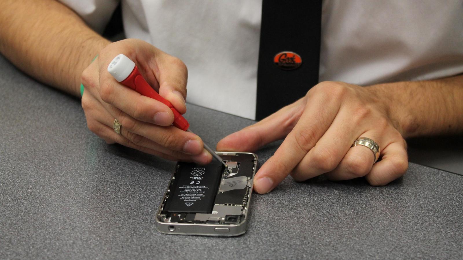 Apple начнет ремонтировать iPhone в России