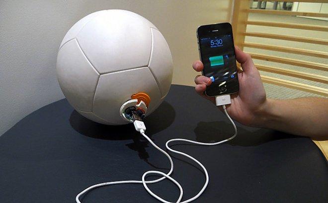 «Умный» футбольный мяч и скакалка зарядят ваши гаджеты