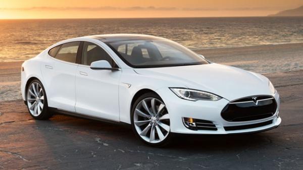 Экспертам удалось получить контроль над  Tesla Model S на расстоянии 20 км