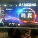 Руководство Samsung извинилось неудачный Galaxy Note 7, встав на колени