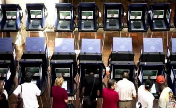 Эксперты призвали Клинтон оспорить результаты выборов