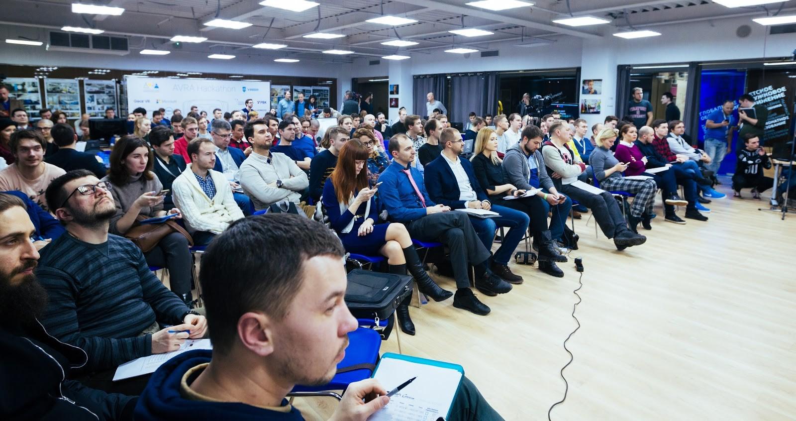 На хакатоне AVRA Hackathon представили более 30 проектов виртуальной реальности