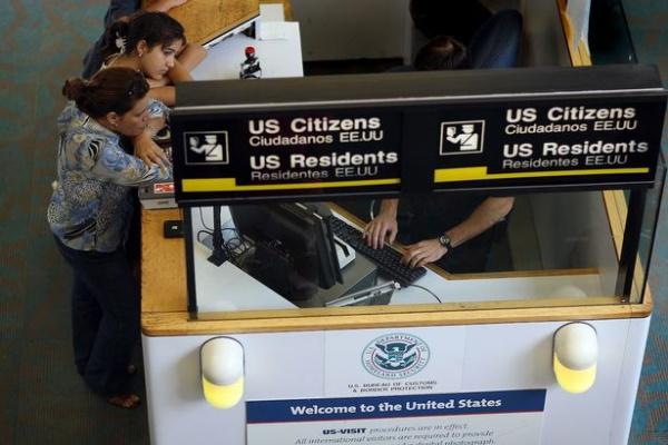 Власти США просят указывать данные о соцмедиа при въезде в страну