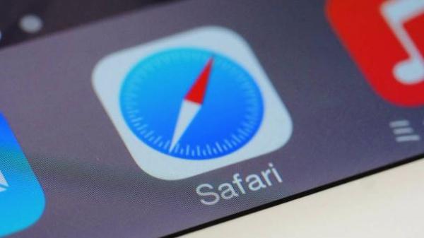 Хакеры используют уязвимость в Safari для вымогательства денег у любителей «клубнички»