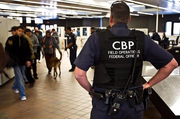 США могут заставить туристов при въезде в страну предоставлять свои пароли