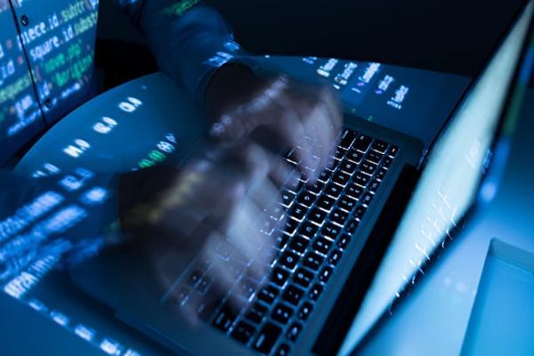 Хакеры взламывали компьютеры чиновников и бизнесменов на заказ