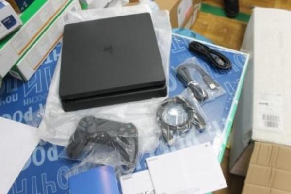 Жителя Сургута оштрафовали за ввоз PS4 без разрешения