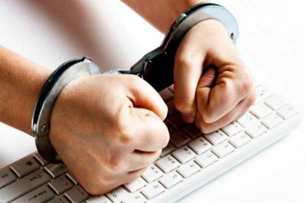 Арестованному в Чехии «русскому хакеру» предлагали сознаться во взломе почты Клинтон