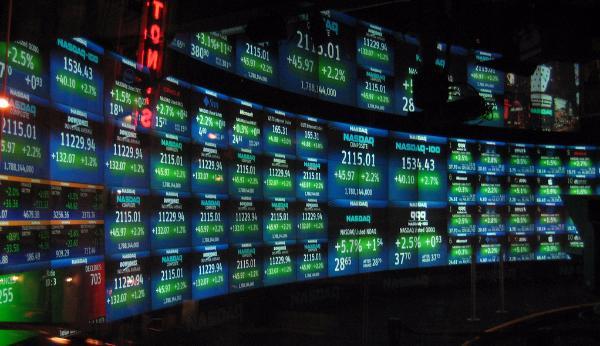 Суд обязал игравших на бирже хакеров выплатить $9 млн
